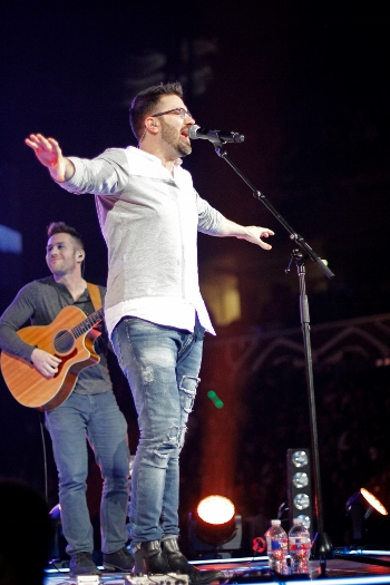 Danny Gokey Michael Andrea Photo 2 (350x525)