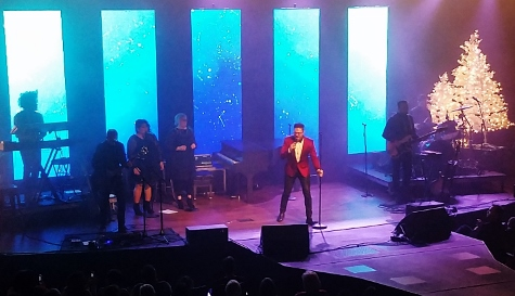 Danny Gokey singing on Celebrate Christmas Tour - Photo by Tiffany Qualls