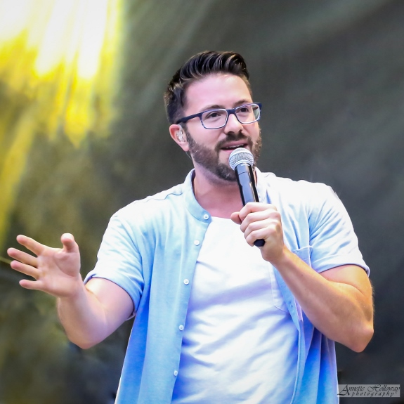 Danny Gokey performing at the Kingsfest