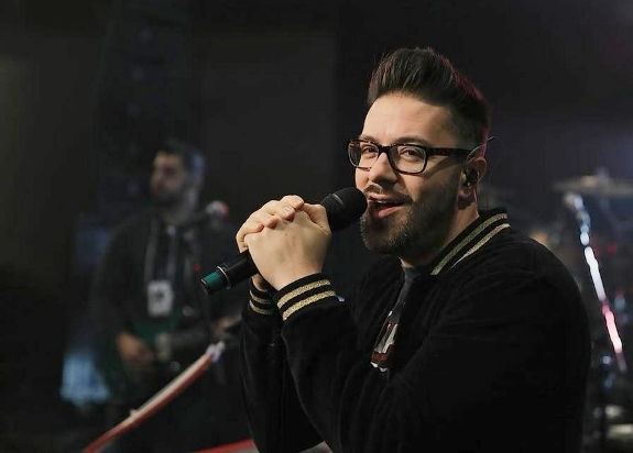 close up of Danny Gokey by Diego Brawn