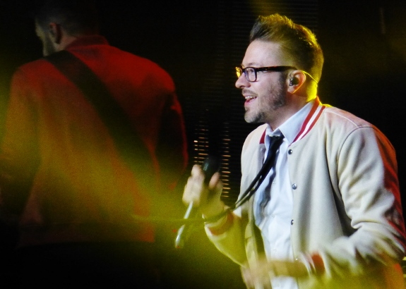Danny Gokey performing on the Hits Deep Tour Maria C
